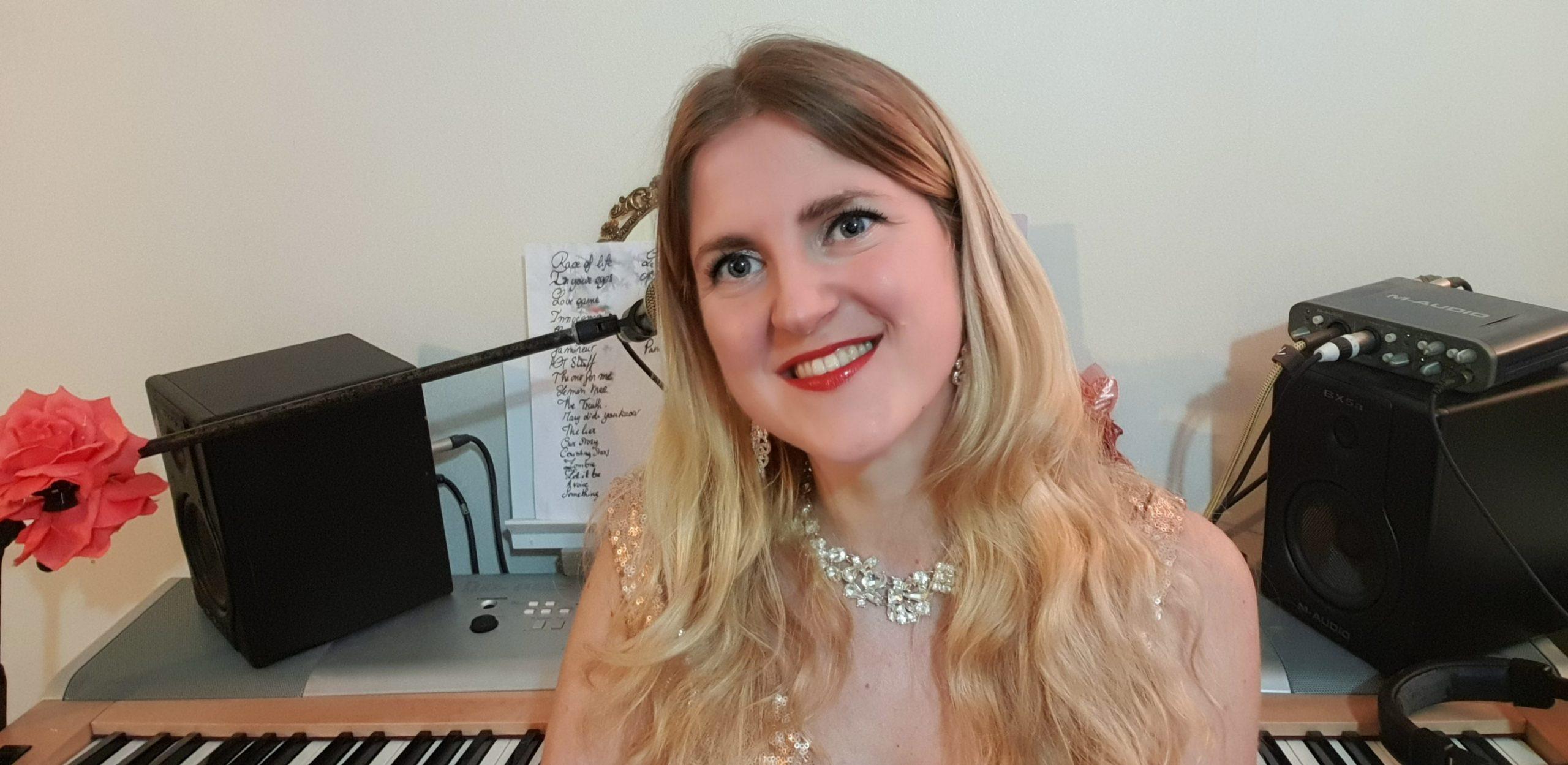 Roxane Zimmermann pianiste chanteuse auteur compositeur interprète